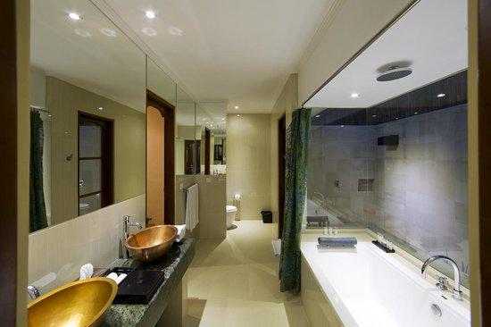 Four On Drupadi: Pyaar - First Floor Bathroom