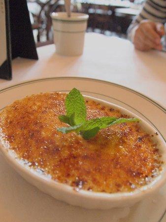 Elysian Cafe: Creme Brulee for dessert