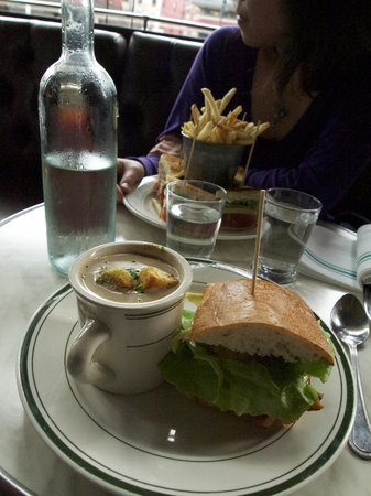 Elysian Cafe: 1/2 Sandwich with soup