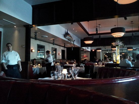Truluck's Steak & Stone Crab: relaxing decor