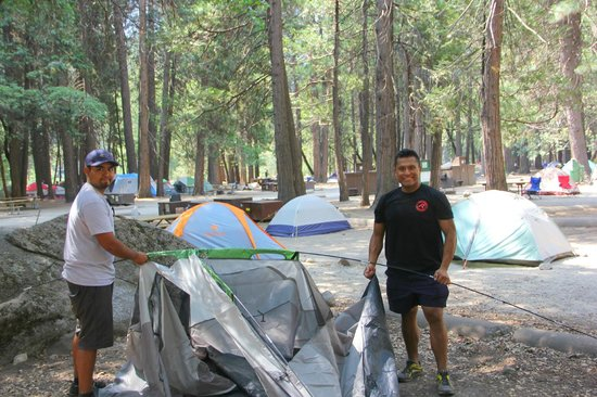 Camp 4 : Setting up our tents