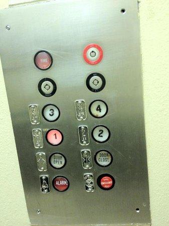 Rodeway Inn Downtown: Scary elevator