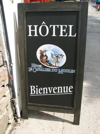 Hotel Le Cavalier du Moulin: Sign out front. There is no lobby. You check in at the gift shop.