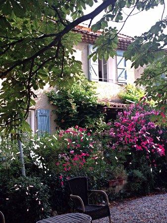 Le Clos Des Freres Gris : Beautiful setting