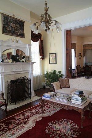 Bisland House Bed and Breakfast: Entrance