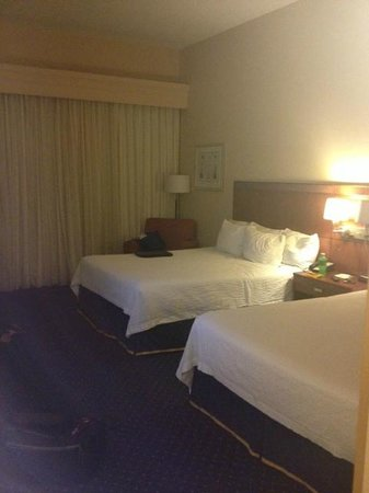 Albany Courtyard by Marriott: Bedroom
