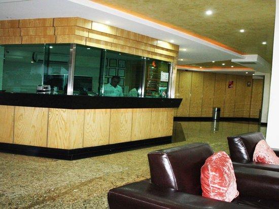 Hotel Lord: Lobby