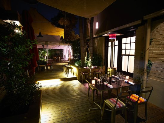 Le Pelican : Secret courtyard at the back of the restaurant