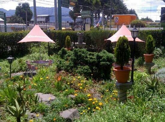Parrillada Rincon Uruguayo: jardín de Rincon Uruguayo