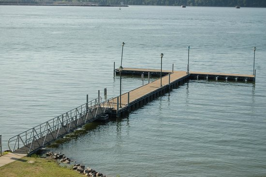 Inn at Pickwick Landing: pier from hotel