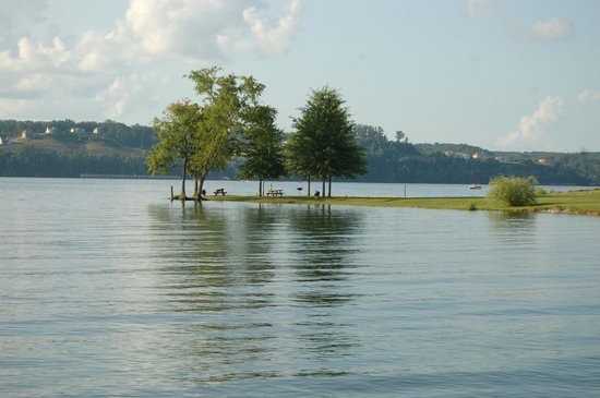 Inn at Pickwick Landing: scenic view of river