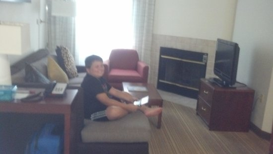 Residence Inn by Marriott Asheville Biltmore: A fireplace and flat screen TV in every room!