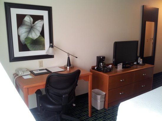 Fairfield Inn Dubuque : Workspace Rm 321