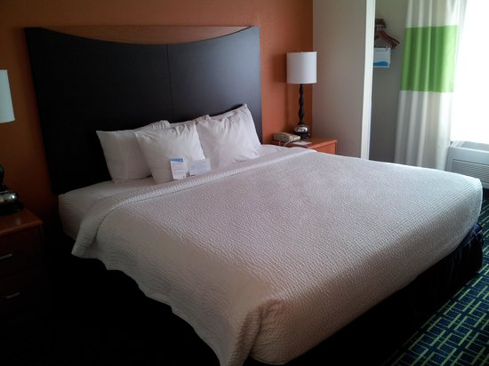 Fairfield Inn Dubuque : King Bed Rm 321