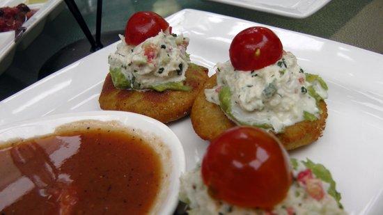 Finchs Bistro & Wine Bar: Crab cake
