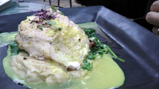 Finchs Bistro & Wine Bar: Sea bass stuffed with smoke trout
