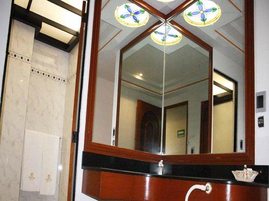 Hotel Plaza Solis: Baño