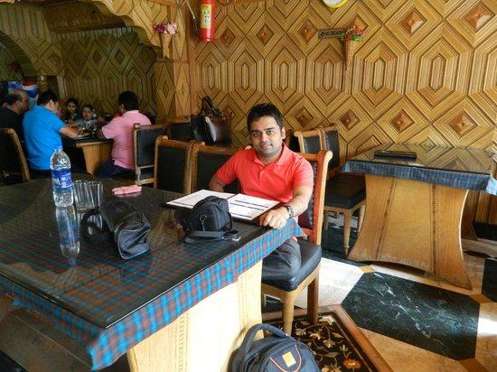 Hotel Paradise and Restaurant : Inside restaurant