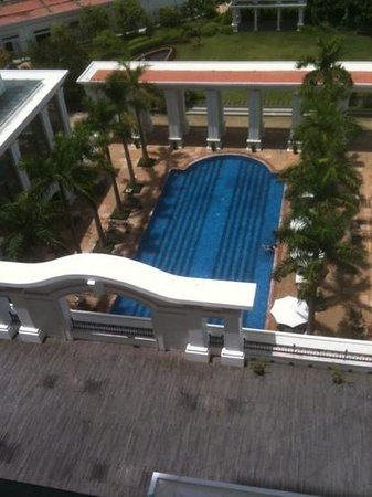 Indochine Palace : poolside view
