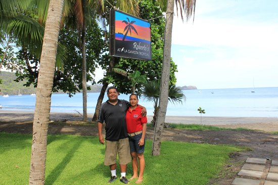 La Gaviota Tropical : Roberto and his beautiful wife