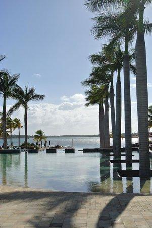 Four Seasons Resort Mauritius at Anahita : Pool area