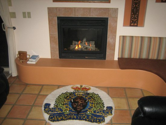 Kokopelli Bed and Breakfast: Cosy fireplace