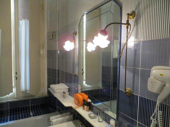 Relais Teatro Argentina : bathroom