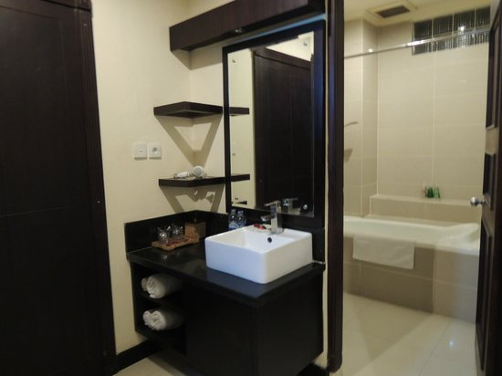 Kakiang Bungalows: 洗手間空間很足夠