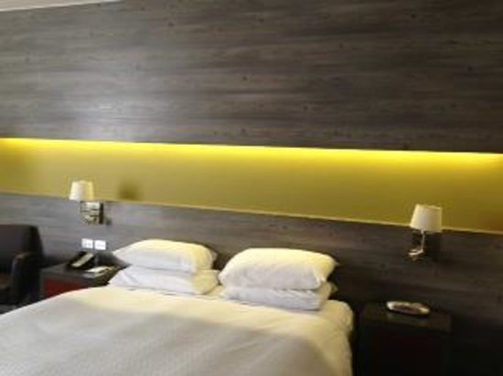 Four Points by Sheraton Perth : Bedhead