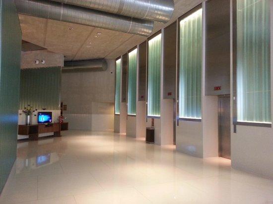 Aloft Kuala Lumpur Sentral : Lobby to room area