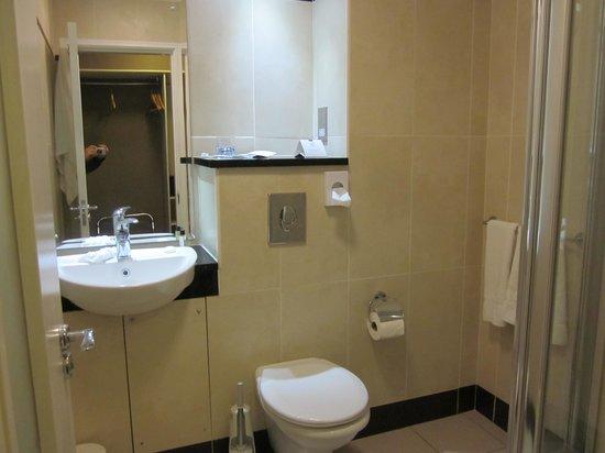 Everglades Hotel: Very Nice Bathroom