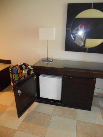 Caribe Club Princess Beach Resort & Spa: desk/dresser/minibar