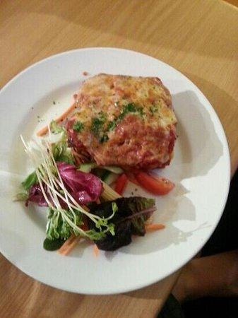 Dixons Creek Cafe Bar & Grill: Beef lasagne - tasty but smallish serve