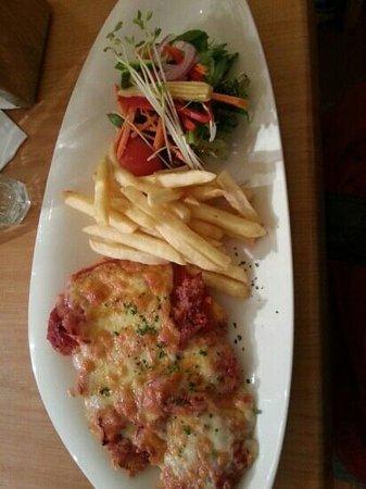 Dixons Creek Cafe Bar & Grill: Chicken Parmigiana - good quality, tasty, decent value.