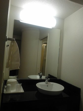 Motel 6 Auburn: fancy looking sink