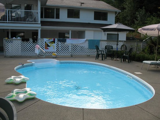 Cascade Falls Bed & Breakfast : Pool