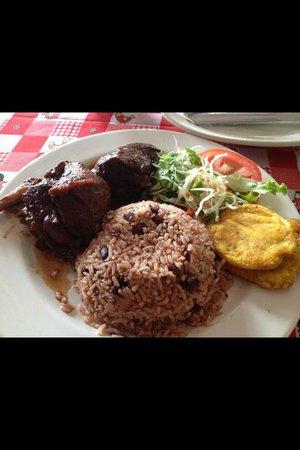 Restaurante Tamara: Rice and Beans con Pollo Caribeno