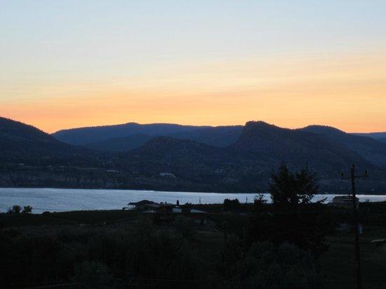 The Bistro at Hillside Winery: Sunset Hillside