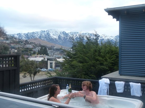 The Dairy Private Hotel: The Spa- wonderful view of mountains