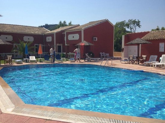 Haroula Apartments: Sitting by the pool