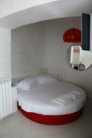 WRH Trastevere: Rotes Zimmer