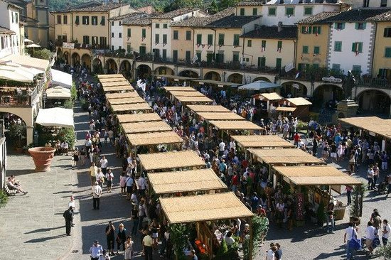 Piazza Matteotti: Festa del Chianti Classico settembre vari espositori