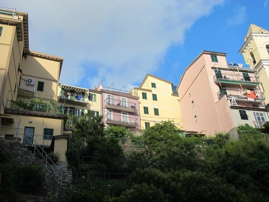 Casa Capellini - Rooms and Apartments : purple building is casa capelinni from the main street