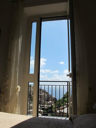 Casa Capellini - Rooms and Apartments : view from my pillow! and the little balcony which made it perfect