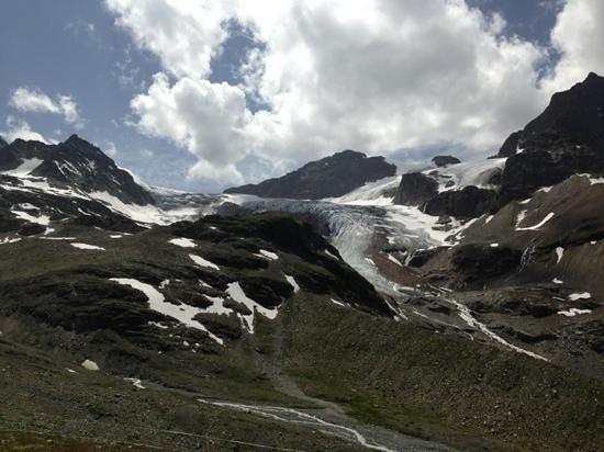 Grisons, Swiss: Ausblick von der Wiesbadener Hütte auf das Piz Buin Massiv