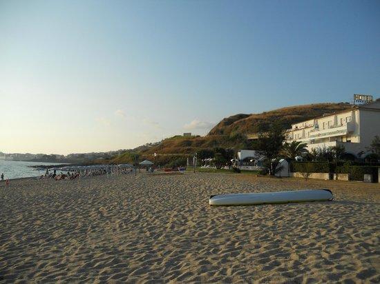 Hotel Poseidon : Dalla spiaggia (enorme) al pomeriggio