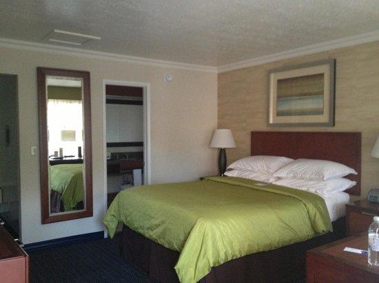 West Beach Inn: Room