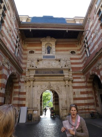 Toulouse Walking Tours: Penny at work
