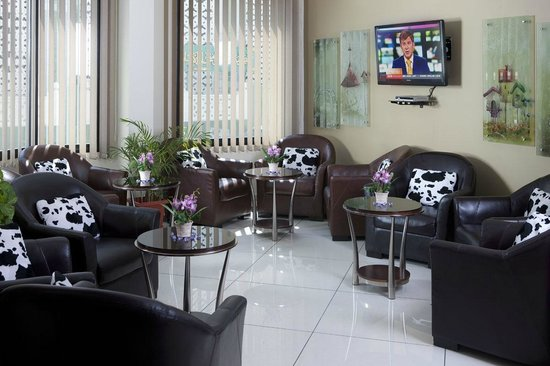 Awal Hotel: Lobby seating area