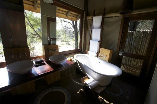 Rhino Post Safari Lodge : Bathroom - Room 4